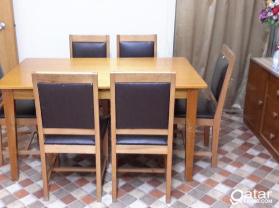 CHEAP UREGENT Dining Table in Wakrah